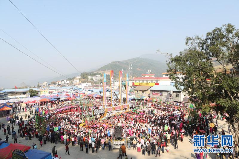 云南芒市:各族群众欢庆目瑙纵歌节