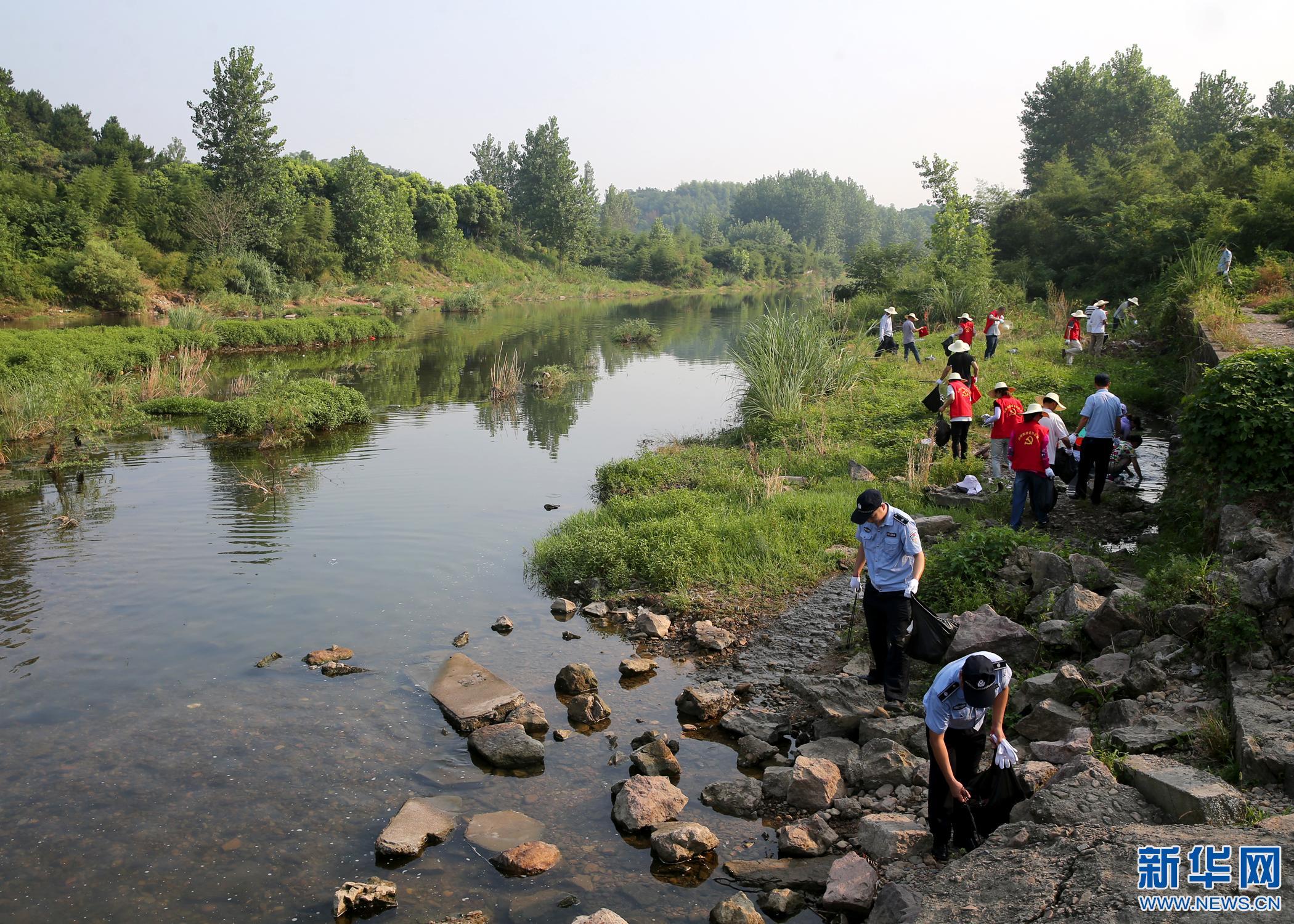 [网络媒体走转改]安吉:五长巡河找短板 拉高标杆优生态