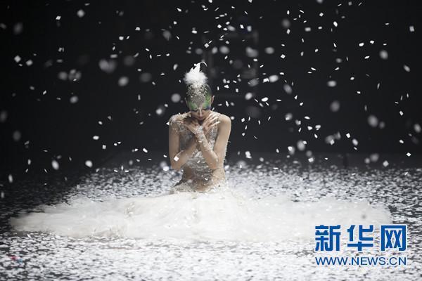 《孔雀之冬》4月献礼津城 女神杨丽萍花甲之年涅槃回归