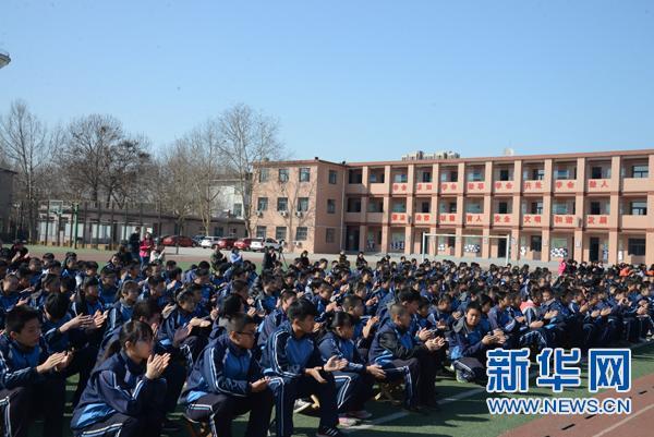 """[网络媒体走转改]""""中国网事·感动河北""""人物走进石家庄53中"""
