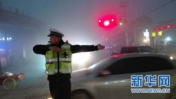 大雾来袭 值班日志记录安徽交警通宵应急18小时