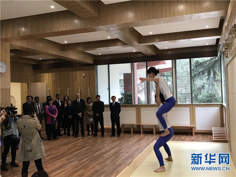 印度驻华大使在昆参观中印瑜伽学院