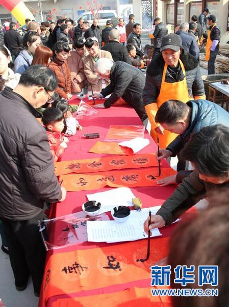 浙江海宁:村民做主角举办村晚迎新春