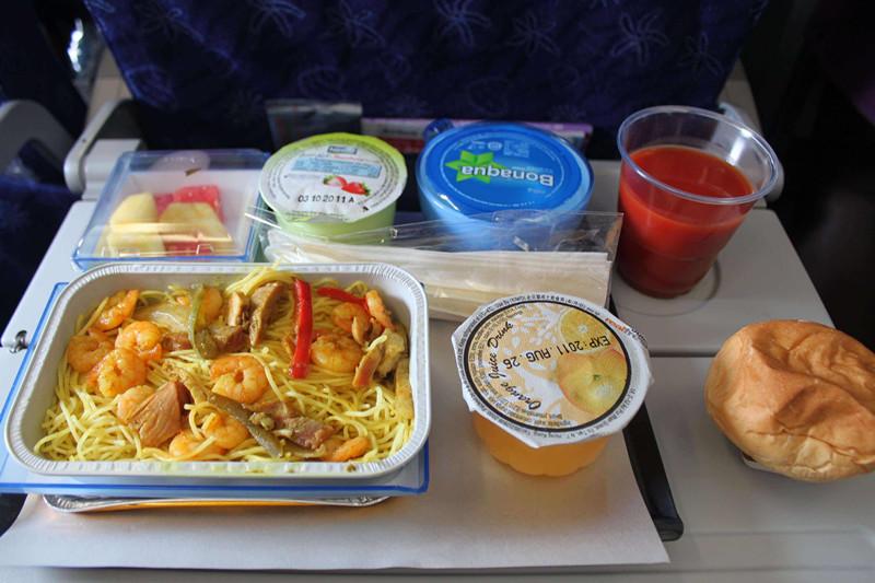 多家航空公司接连取消免费餐