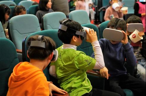 开讲啦!航天VR走进成都校园 康师傅科普进行时