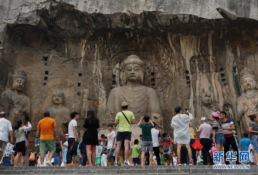 龙门石窟景区迎来暑期旅游高峰