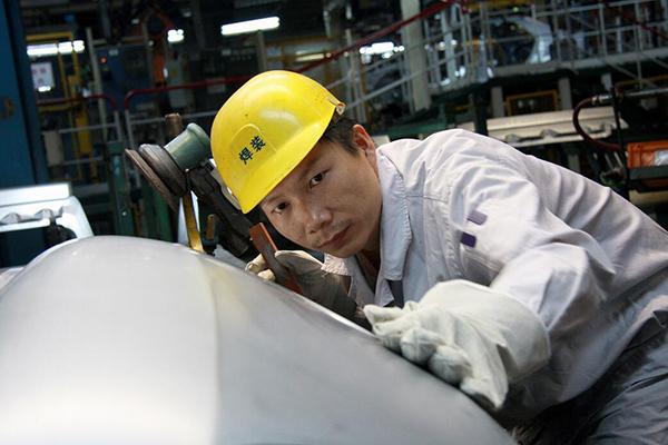 全国人大代表、神龙汽车公司职工杨祉刚:立足本职,为产业发展尽一份力