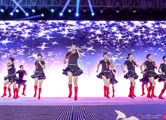 丹心育酱香 惠民敬百姓——2019年美丽中国广场舞大奖赛总决赛 在茅台镇举行