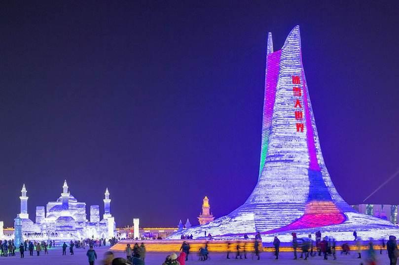 哈尔滨冰雪大世界:实现全年玩冰赏雪