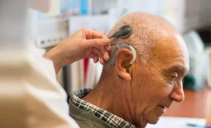 """小""""耳朵""""引发大关注 """"天价""""人工耳蜗到底价值几何?"""
