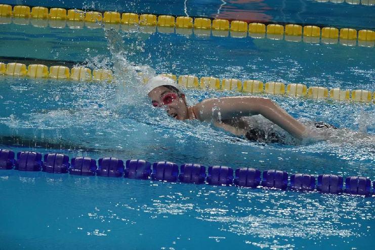 《龙8名牌》斩获新华社第七届运动会游泳冠军