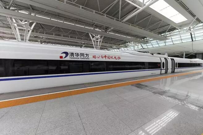 OLED屏点亮回家路,机械革命Umi air设计师本登上高铁