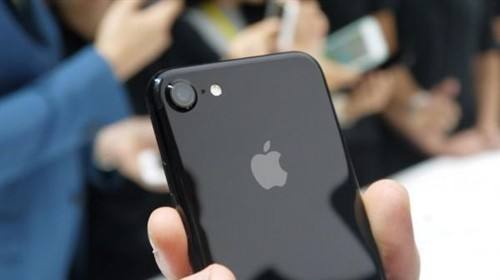 """苹果公司股价大跌致""""股神""""巴菲特损约28亿美元"""