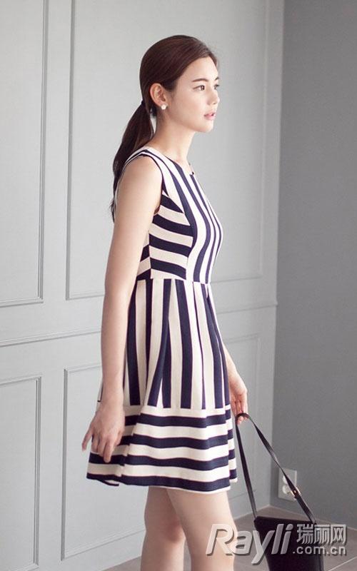 一条神奇的高腰裙 任性显瘦美一夏