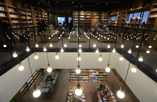 """新华书店集体变身成""""网红"""",不是你心中的老样子了"""