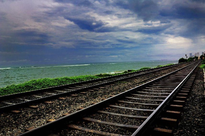 中企修建的斯里兰卡首条现代化铁路通车