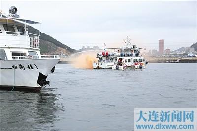 大连市举行暑期游艇应急救援演习