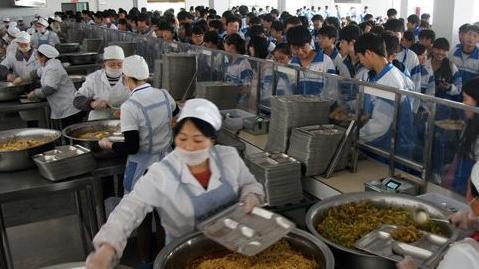 """大连146家学校食堂实现""""明厨亮灶"""""""
