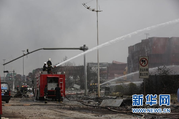 天津港爆炸事故抢险救援直击:与火情赛跑 向核心进击