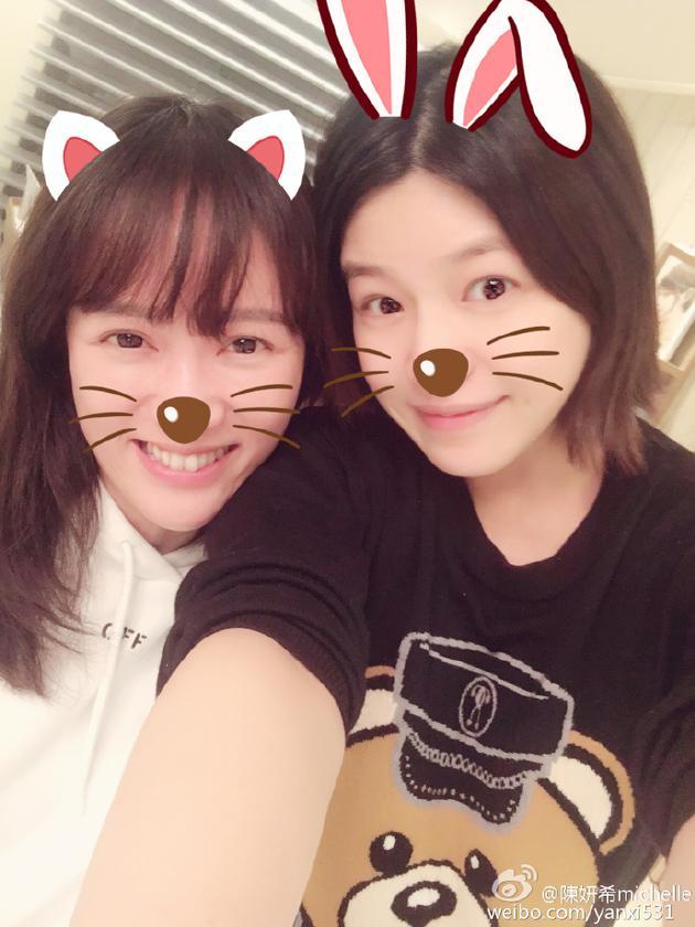陈妍希与陈乔恩素颜自拍 为好友宣传新剧