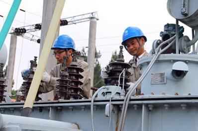 """桐城供电:""""两学一做""""保设备增改度峰"""
