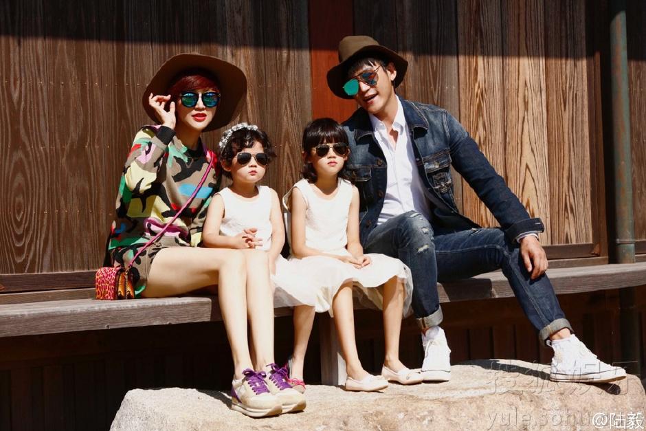幸福有爱一家人!陆毅一家拍大片图片
