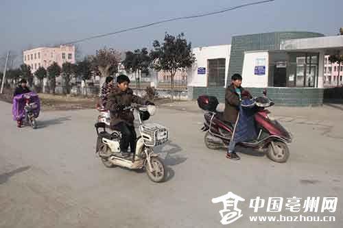 """涡阳:贫困村里通了""""扶贫""""路"""