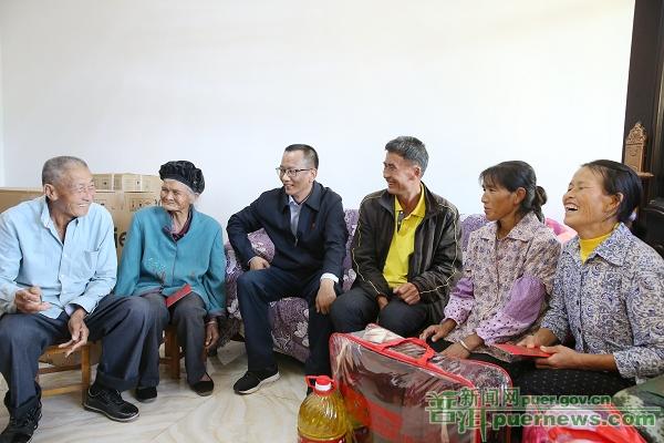 普洱市委书记卫星走访慰问老党员困难党员贫困群众