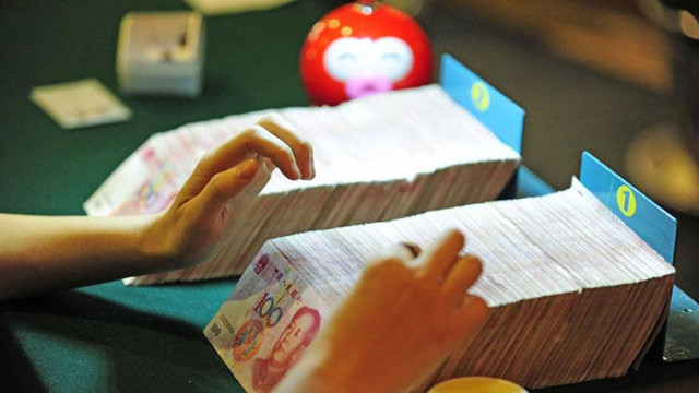 """人民币跻身""""四大金刚"""" 的红利与担当"""