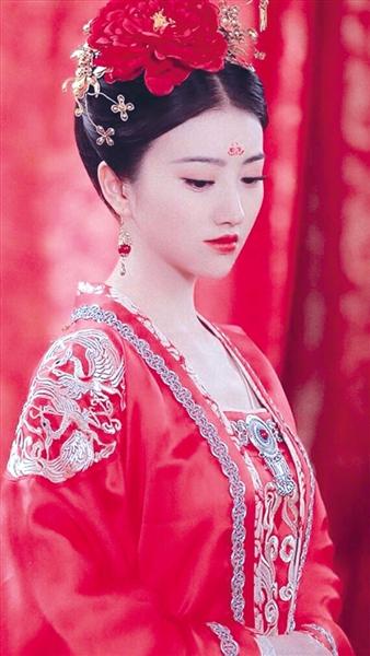 《大唐荣耀》景甜戏服穿早了100年?