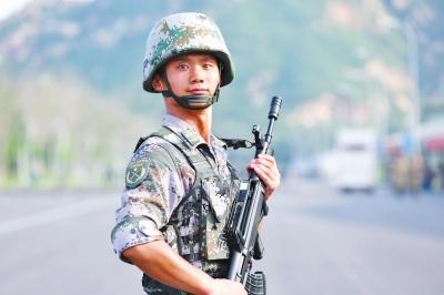 河南小伙阅兵集训时当上爸爸 为女儿起名阅阅