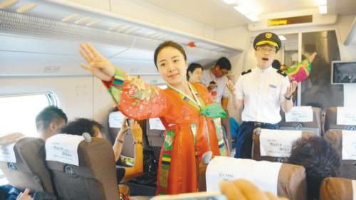 """500名乘客昨日""""尝鲜""""沈丹高铁"""