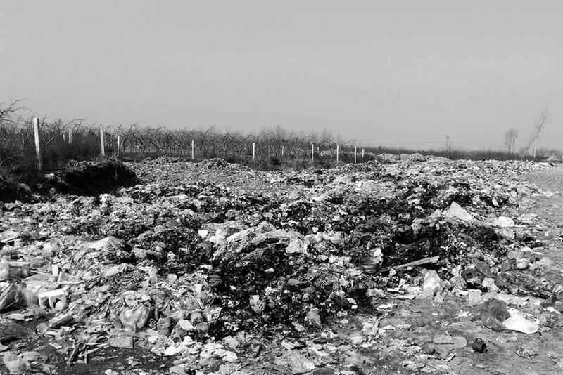 """甘峪河河滩变成""""超级垃圾场""""该河是西安黑河供水源之一"""