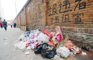 昆明官渡螺峰村垃圾遍地污水横流