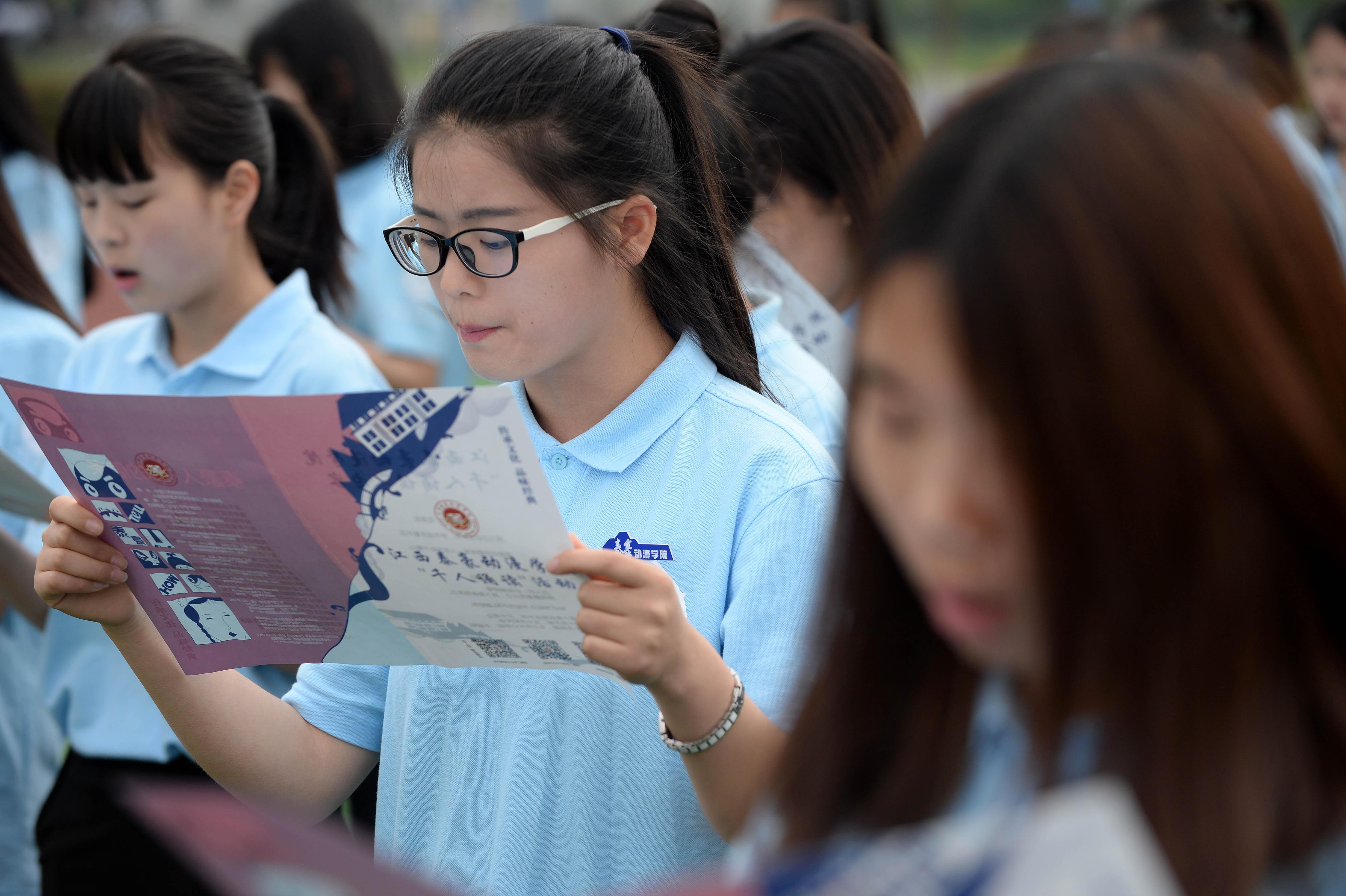 江西南昌:千人诵读迎读书日