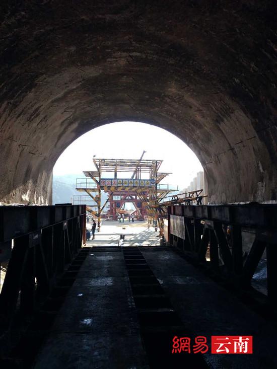两台我国自主设计TBM明年进场助大瑞铁路施工
