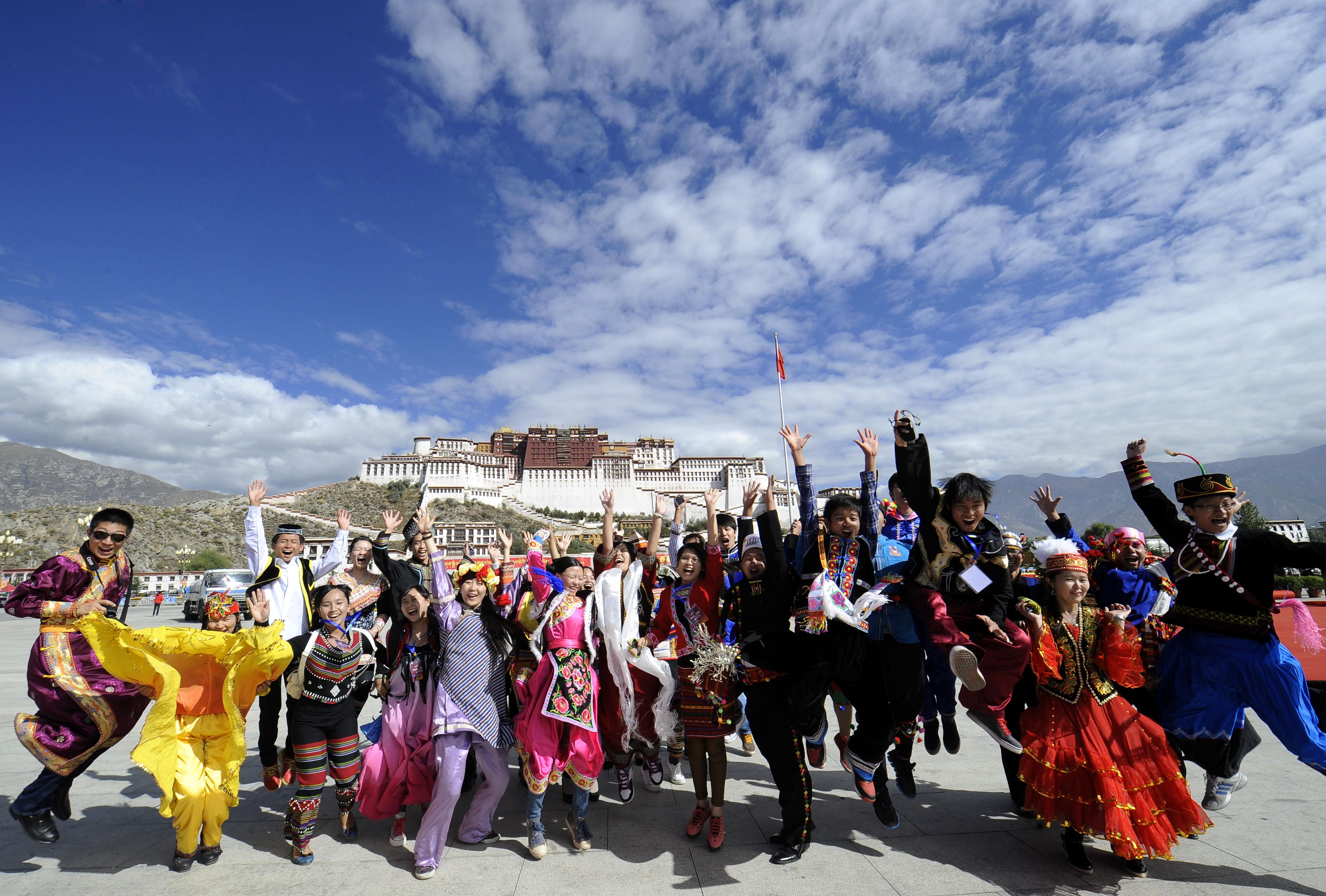 """从""""喇嘛王国""""的覆灭到现代西藏的新生——雪域高原的历史新跨越"""