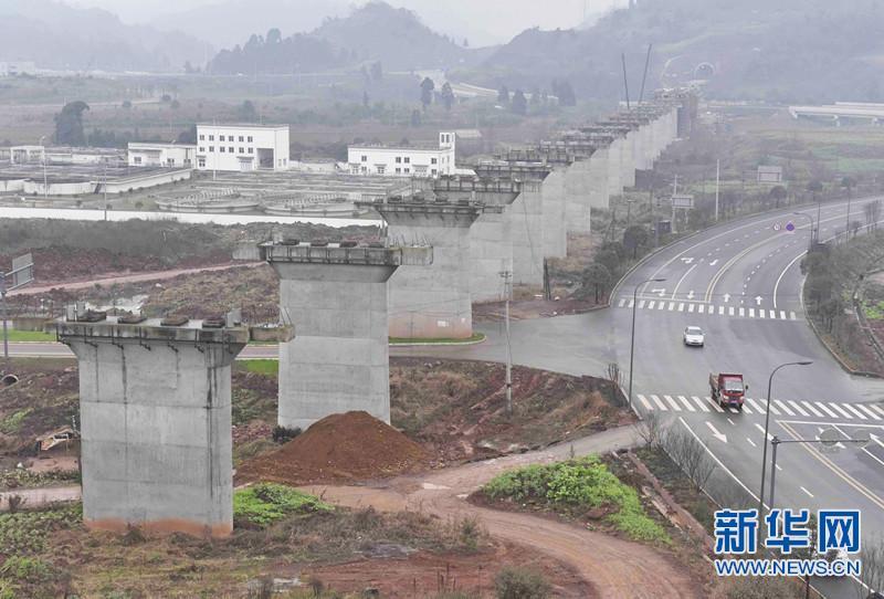 """川藏铁路""""两端推进"""":从成都平原爬上""""世界屋脊"""""""