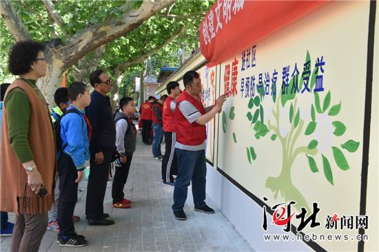 石家庄青年志愿者助力创建文明城(图)