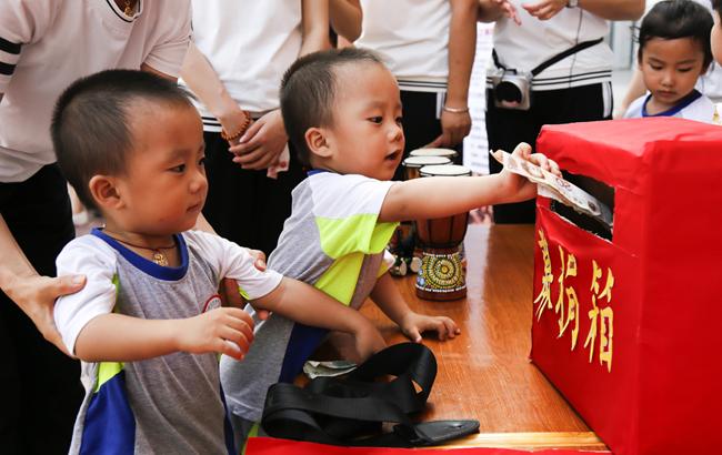 安庆:幼儿园里的爱心义卖