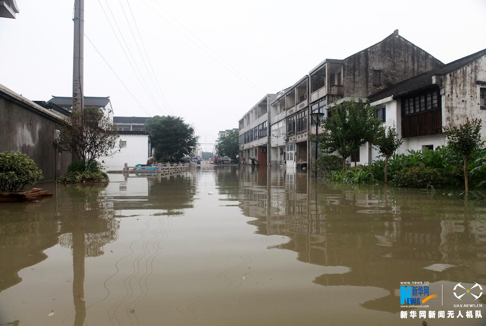 新华网航拍:常州部分乡镇被淹 内涝严重