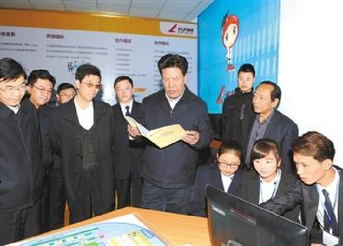 洛桑江村在调研藏医学院:为发展提供强力人才支持