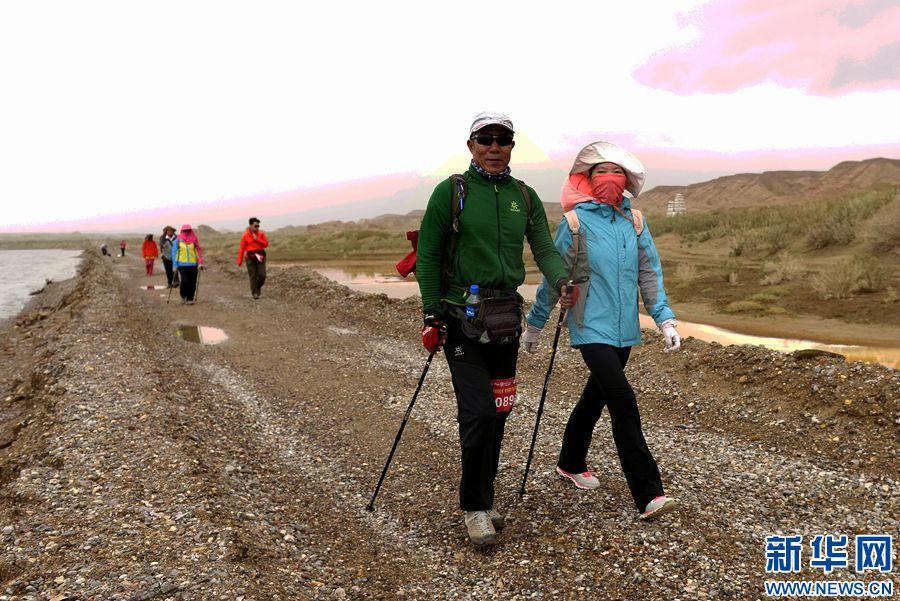 激情穿越柴达木 在戈壁滩与烟波浩淼中体验高原徒步