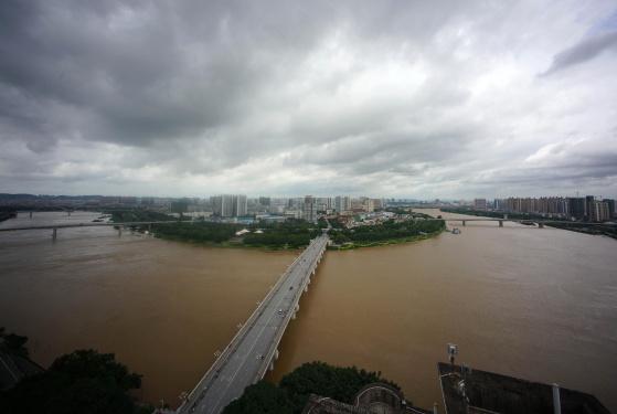 持续降雨致邕江水位上涨