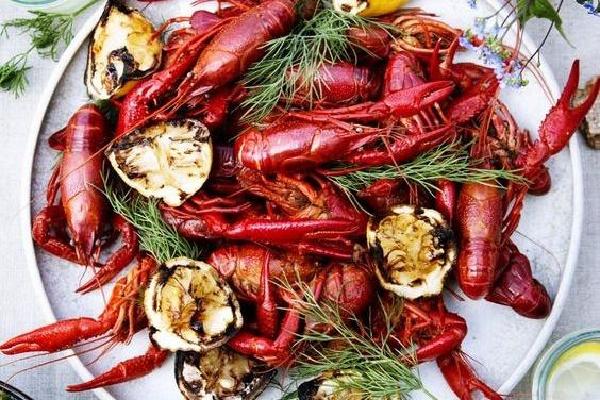 """又到龙虾季!感受""""小鲜肉""""的美味诱惑"""