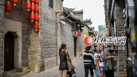 逍遥楼东西巷正阳街受游客欢迎成暑期旅游热点