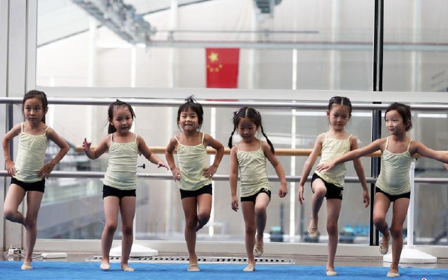 艺术体操让孩子感受快乐体育