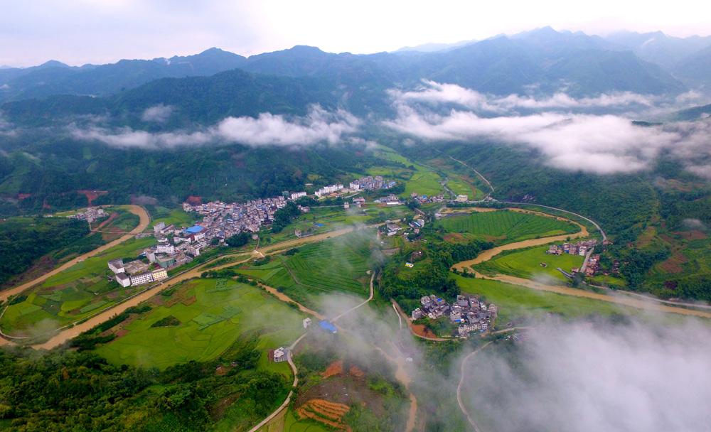 航拍:桂西乡村秋景梦幻如画