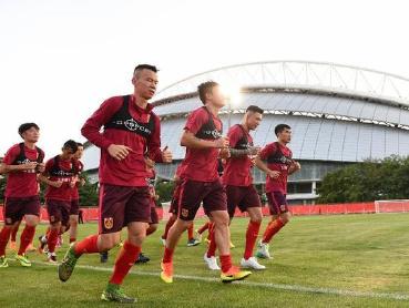 国足抵达首尔准备12强赛客场挑战韩国队