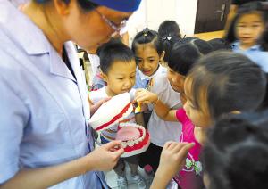 10个小学生7个患有蛀牙  保护牙齿健康,要从娃娃抓起